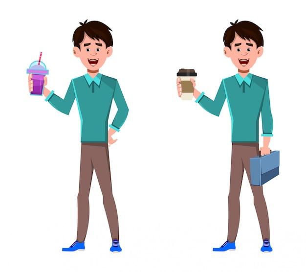 Empresário segurando uma xícara de café e suco