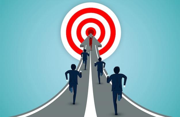 Empresários correndo para o alvo