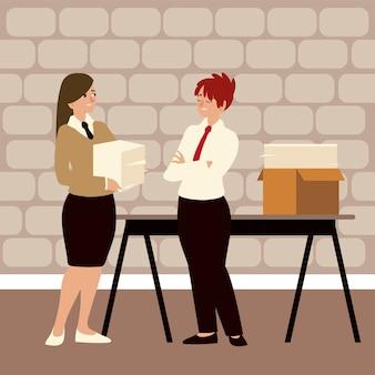 Empresários, duas mulheres trabalhando no escritório com papelada