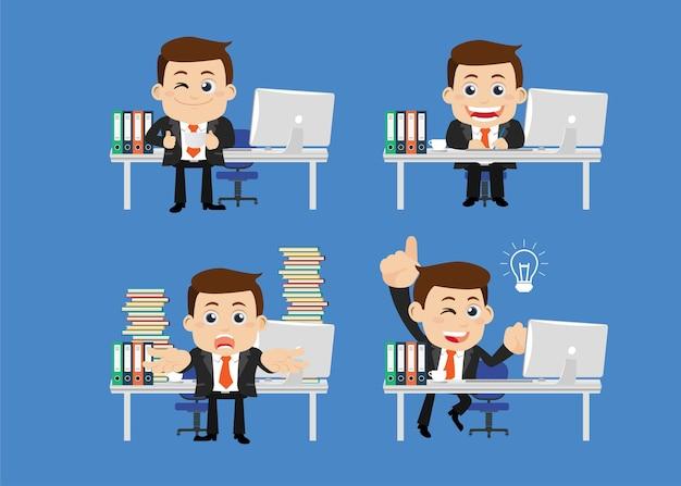 Empresários sentados na frente de sua mesa