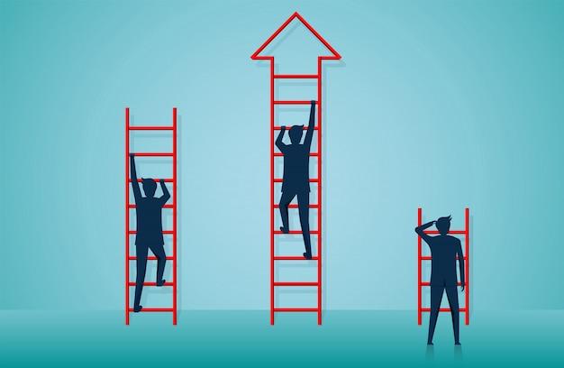 Empresários subindo escadas para o objetivo