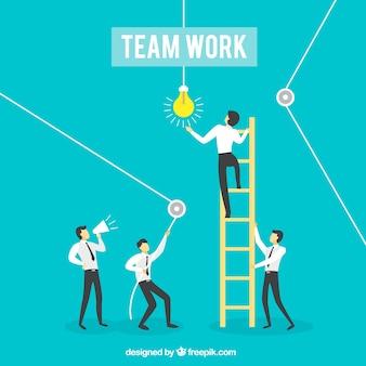 Empresários trabalhando em conjunto com escada