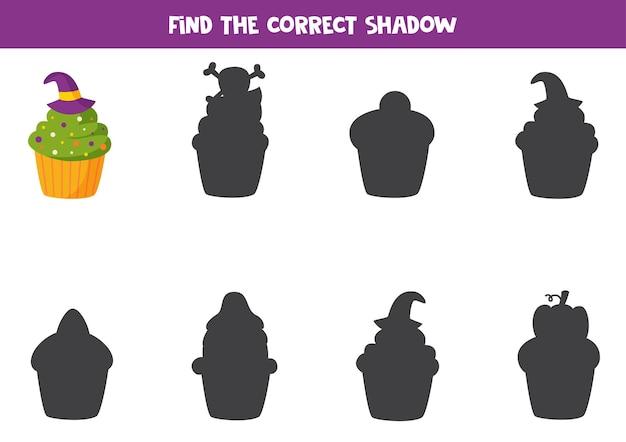 Encontre a sombra correta do muffin de halloween. quebra-cabeça lógico para crianças.