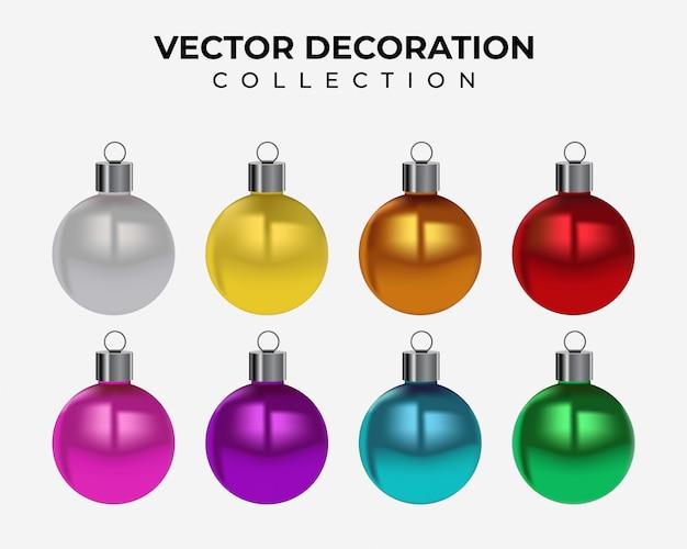 Enfeites de bolas de natal banner cores decoração pendurado isolado em um fundo branco