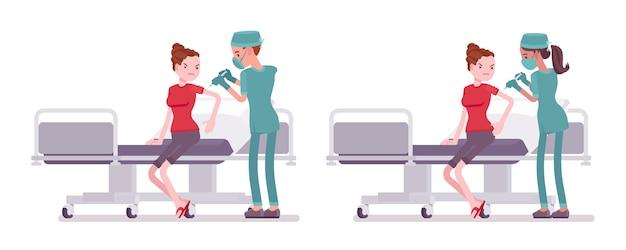 Enfermeira masculina e feminina, fazendo a injeção