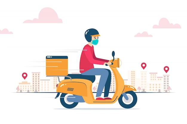 Entregador, com máscara facial, entregando um pedido em uma motocicleta