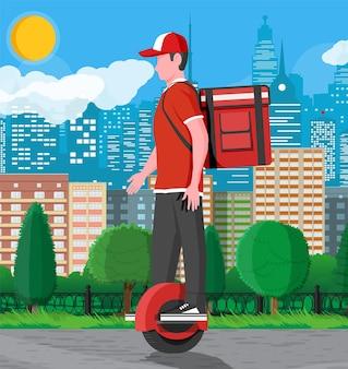 Entregador montando monowheel com a caixa. conceito de entrega rápida na cidade