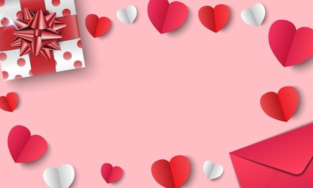 Envelope e corações de papel isolados em rosa