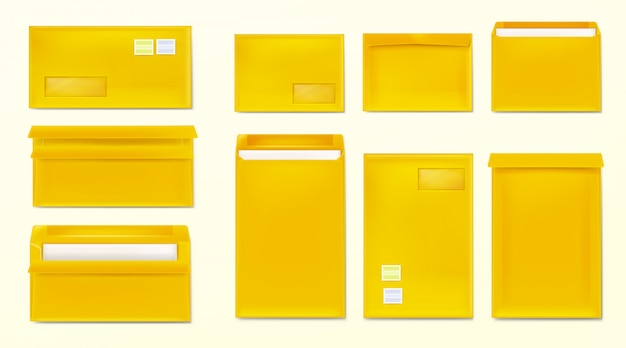 Envelopes amarelos com selos. capas de papel em branco