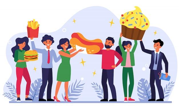 Equipe comemorando sucesso com fast food