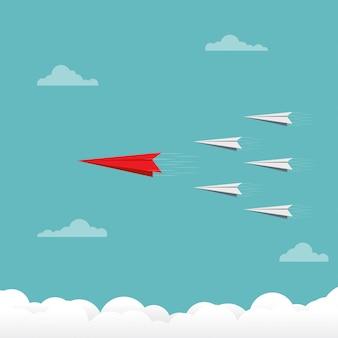 Equipe de avião de papel voando no céu