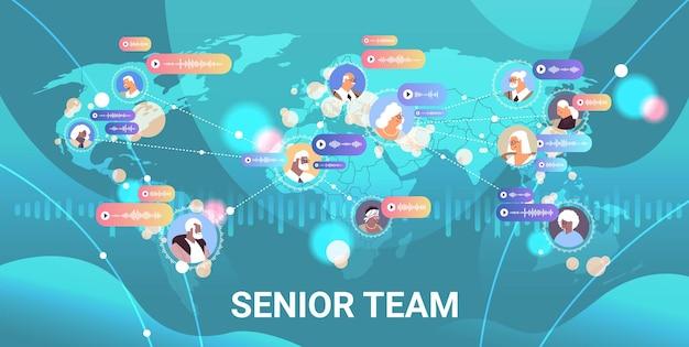 Equipe de executivos sênior se comunicando por mensagens de voz, aplicativo de bate-papo de áudio mídia social conceito de comunicação online ilustração vetorial horizontal