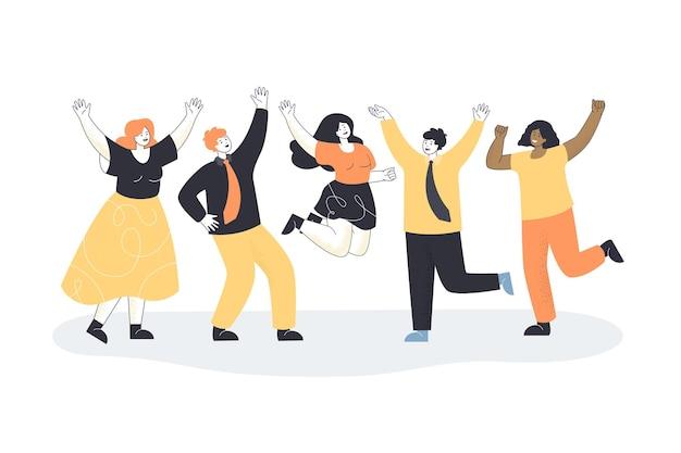 Equipe de funcionários de escritório felizes comemorando vitória profissional