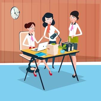 Equipe de grupo de mulher de negócios