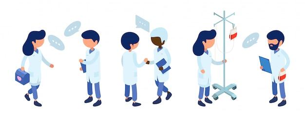 Equipe de médicos. comunicação da equipe médica. ilustração de personagens médico isométrica. pessoal hospitalar