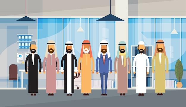 Equipe de muçulmano de escritório de pessoas de negócios árabes