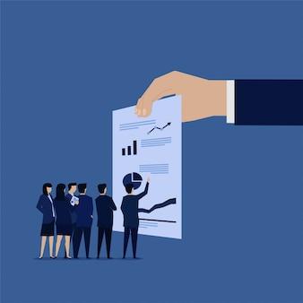 Equipe de negócios analisar o lucro de dados para investimento.