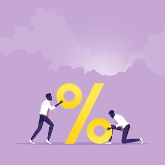 Equipe de negócios constrói um grande sinal de porcentagem grande desconto na venda, juros altos em depósitos bancários