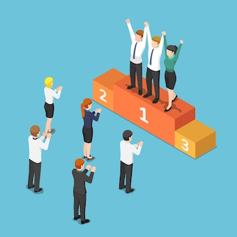 Equipe de negócios isométrica 3d plana no pódio do vencedor e levantando a mão juntos. conceito de trabalho em equipe.