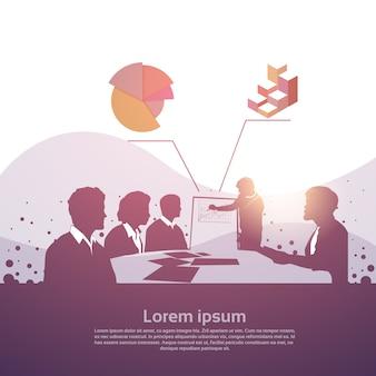 Equipe de pessoas de negócios de silhueta com flip chart seminar training conference brainstorming presentati
