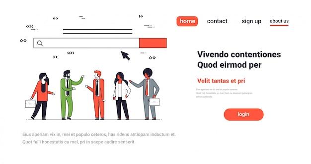 Equipe de pessoas sobre a barra de pesquisa na web on-line internet navegação conceito site desenvolvimento horizontal