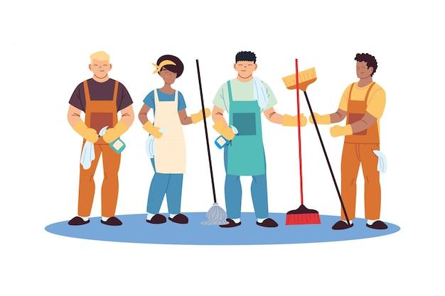Equipe de serviço de limpeza com luvas e utensílios de limpeza