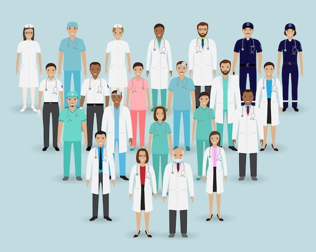 Equipe médica. grupo de médicos, enfermeiros e paramédicos. bandeira de medicina. pessoal do hospital.
