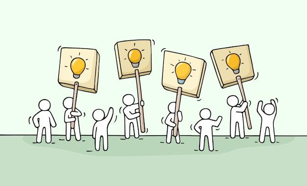 Esboço de uma multidão de pessoas pequenas com ideias de lâmpadas