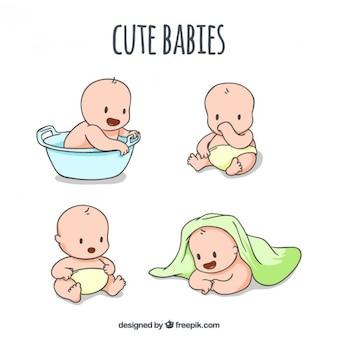 Esboços de bebês bonitos em diferentes poses
