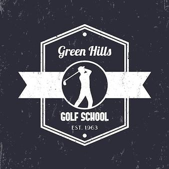 Escola de golfe logotipo vintage, crachá, sinal com golfista, jogador de golfe balançando taco de golfe, ilustração