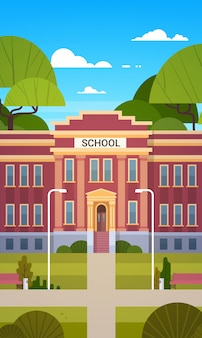 Escola, predios, exterior, vazio, jarda frente, com, grama verde, e, árvores, paisagem