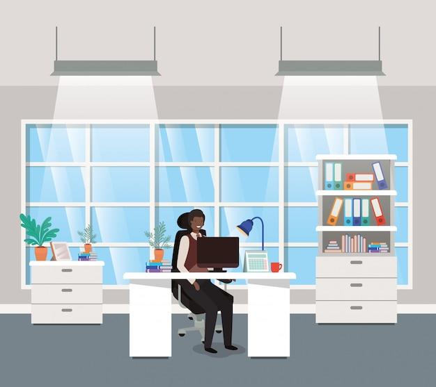 Escritório moderno, com, pretas, homem negócios, sentando