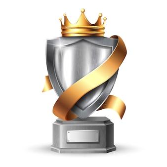 Escudo de metal com troféu de armação. painel metálico de aço prateado em branco com coroa dourada, troféu de prêmio de fita de ouro ou modelo de certificado isolado no fundo branco.