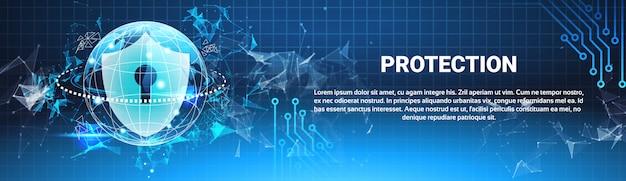Escudo de proteção azul polígonos sobre fundo de código binário