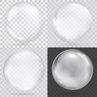 Esfera de vidro transparente branco em um xadrez