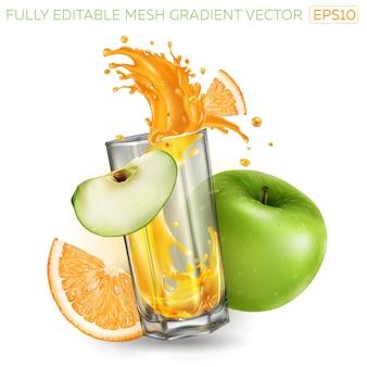 Esguicho de suco de fruta em um copo, maçã verde e laranja.