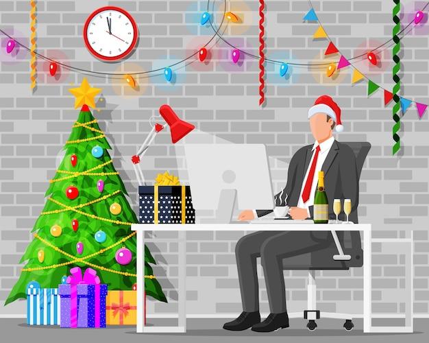 Espaço de trabalho da mesa de escritório para natal e ano novo