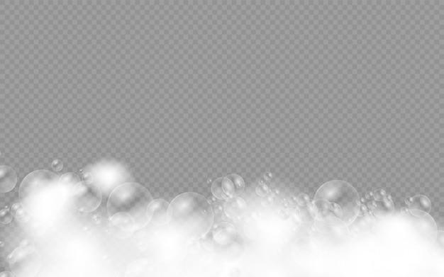 Espuma de banho com bolhas de shampoo isoladas