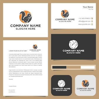 Esquilo com logotipo de ilustração de folha vetor premium e cartão de visita