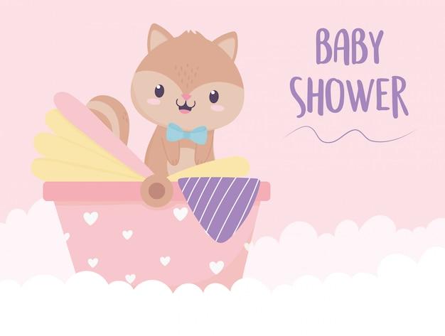 Esquilo do chuveiro de bebê na decoração do carrinho de bebê