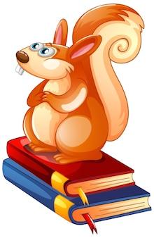 Esquilo sentado em livros sobre fundo branco