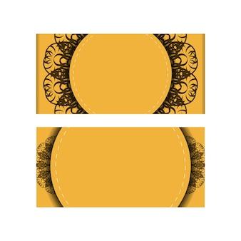 Esta brochura está na cor amarela com um padrão abstrato em marrom e está pronta para impressão.