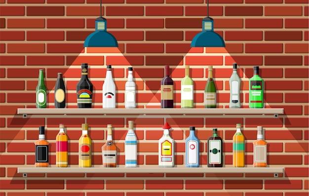 Estabelecimento de bebidas. interior de um pub, café ou bar. balcão de bar, prateleiras com garrafas de álcool, candeeiro. decoração em madeira e tijolo.