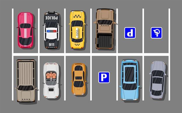 Estacionamento da cidade com carros diferentes