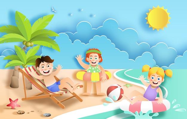 Estilo da arte de papel das crianças que têm o divertimento na praia no feriado.