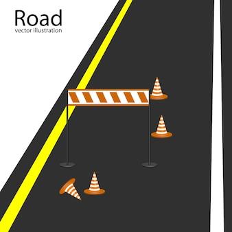Estrada com marcas brancas, cones de estrada laranja e barreira.