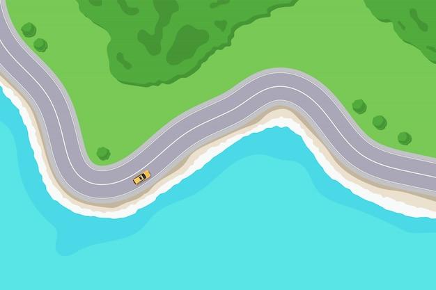 Estrada na vista superior costeira do mar