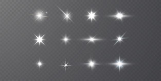 Estrelas brilhantes isoladas em um fundo branco transparente. efeitos, brilho, luz branca, conjunto.