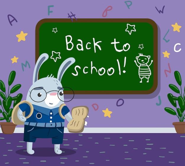 Estudante animal engraçado coelho pequeno bonito em uniforme escolar em pé ao lado do quadro-negro na sala de aula, volta ao conceito de escola ilustração