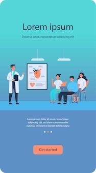 Estudantes da faculdade de medicina ouvindo palestra do médico em sala de aula